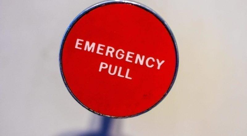 Un bouton d'urgence tel que celui-ci peut réellement sauver des vies.