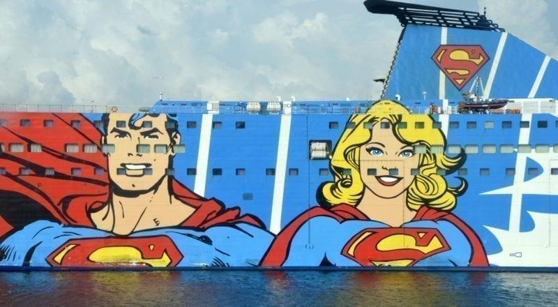 Une pub de bande dessinée sur le côté d'un bateau de croisière