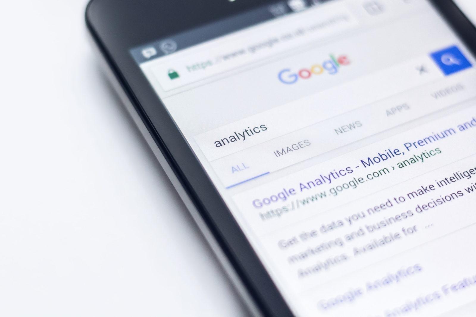 faire des recherches sur la façon de créer une liste d'adresses email à l'aide d'Analytics